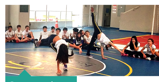 Alunos participam de aula de Capoeira