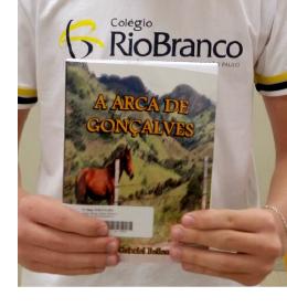 Aluno lança seu primeiro livro: A Arca de Gonçalves