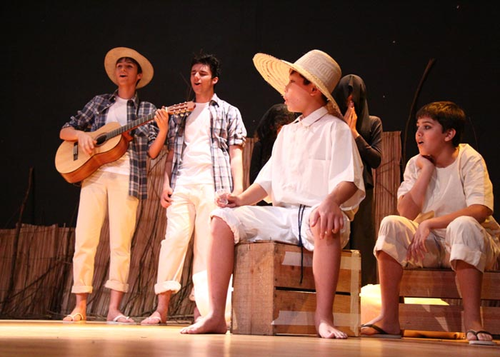 Grupo de Teatro Rio Branco apresenta Memórias em Verde e Amarelo