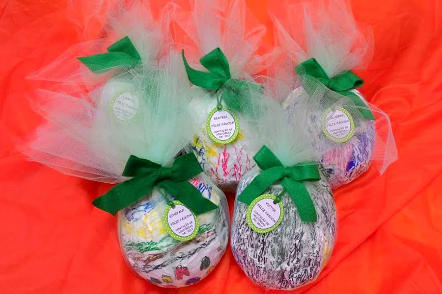Período Integral: após uma contação de história, alunos criam ovos de páscoa decorados