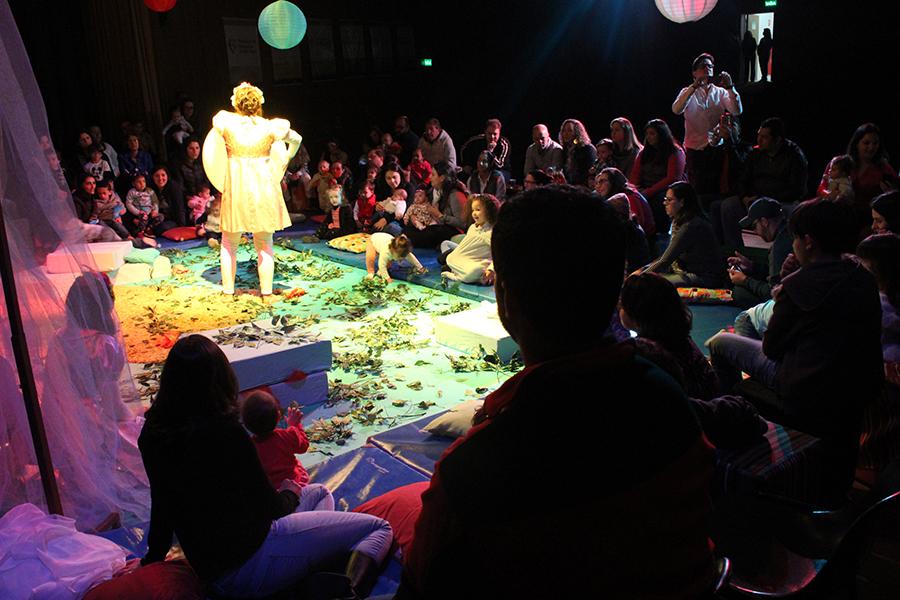 """Encanto, magia e ludicidade na apresentação do espetáculo """"O Que eu Sonhei?"""", da Cia ZIN."""