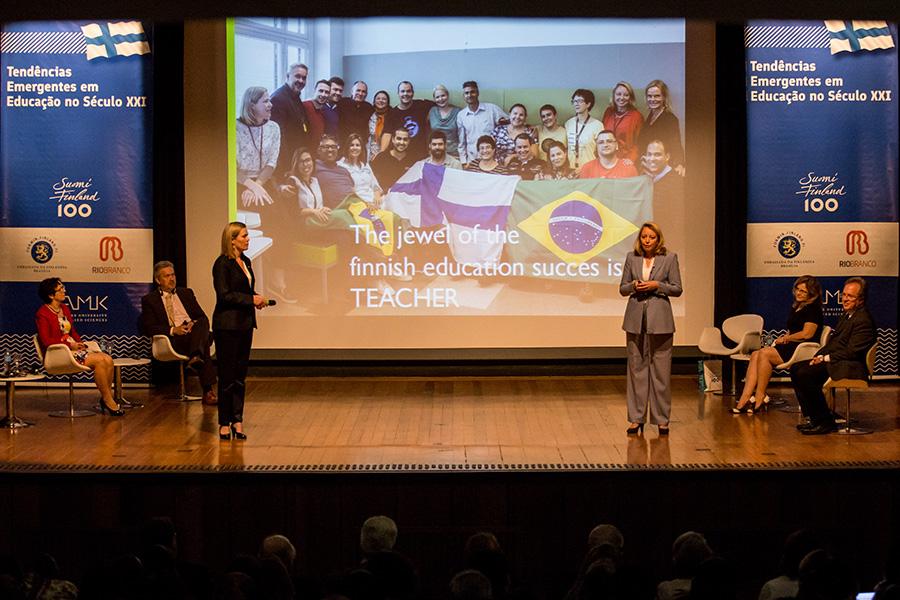 Seminário Internacional - Tendências Emergentes em Educação no Século XXI