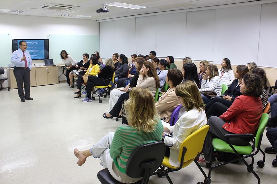 Prevenção ao uso de drogas: ciclo de palestras com Dr. Anthony Wong