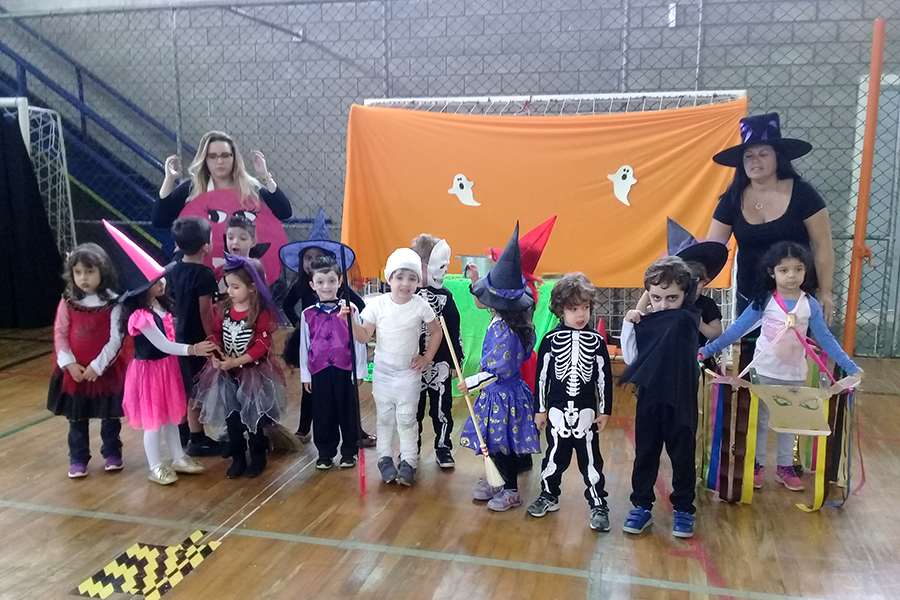 O alegre e colorido Halloween do Colégio Rio Branco