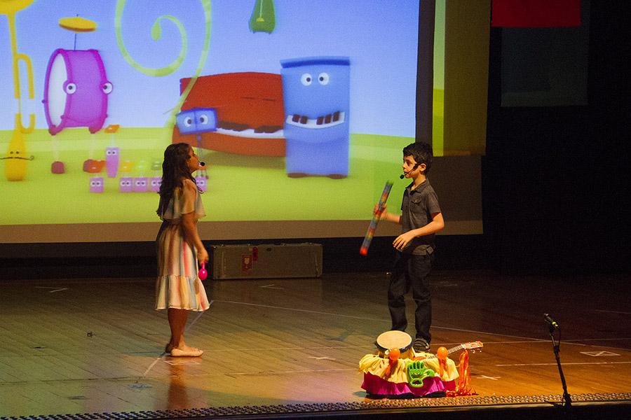 Grandes Pequeninos: crianças comemoram o final de ano com a presença do ex-aluno Jairzinho