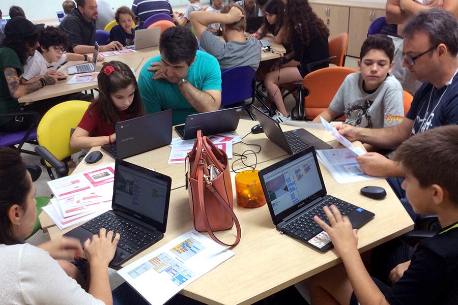 Scratch Day: aprendendo a programar e programando para aprender