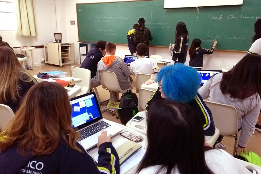 Química: alunos aprendem conceitos de forma espiral