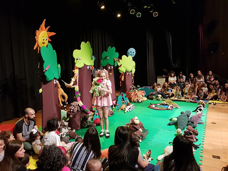 A Florestinha da Pati: teatro para bebês e crianças