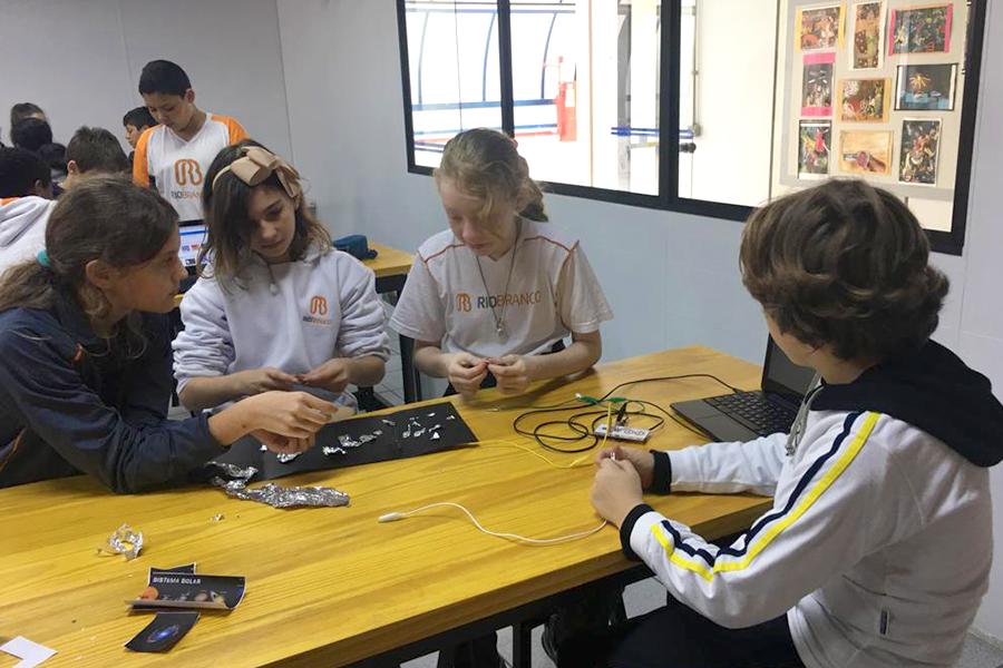 Alunos do 5° ano Ensino Fundamental vivenciam atividades do 6º ano