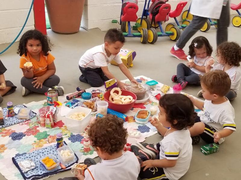 Crianças celebram o Thanksgiving Day