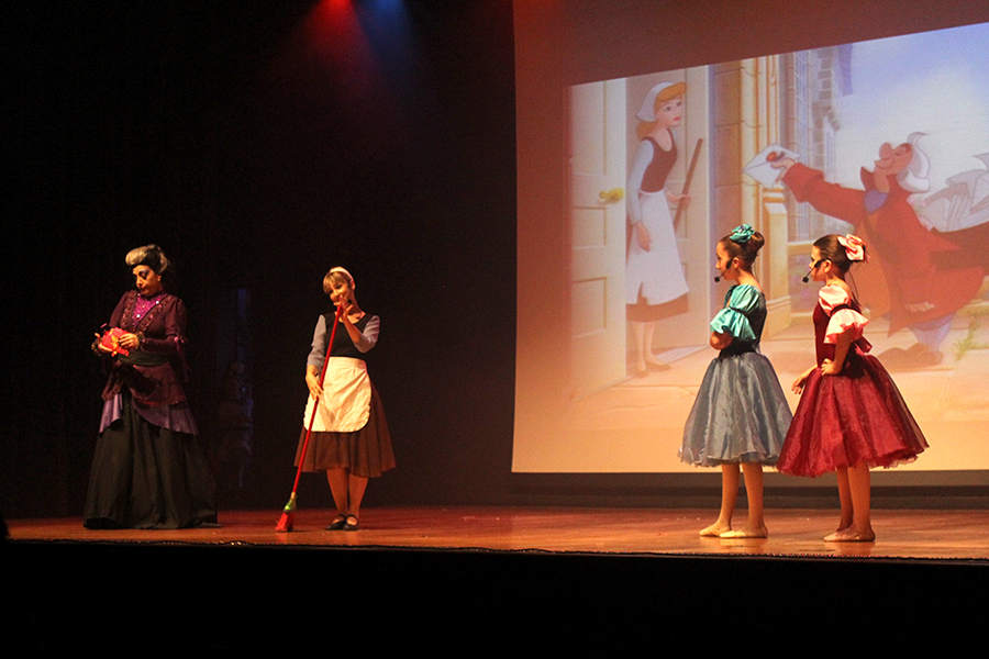 Ballet: alunos apresentam espetáculos inspirados na Cinderela