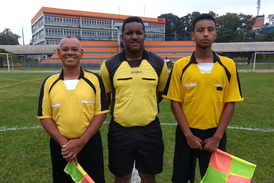 Encontro esportivo de pais de alunos e ex-alunos