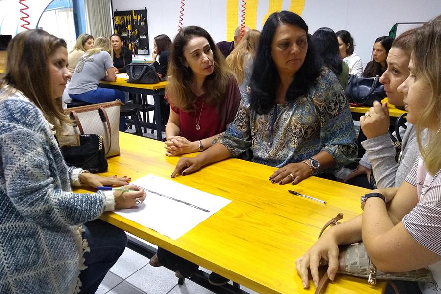 Pais vivenciam o dia a dia dos alunos em atividades diversas