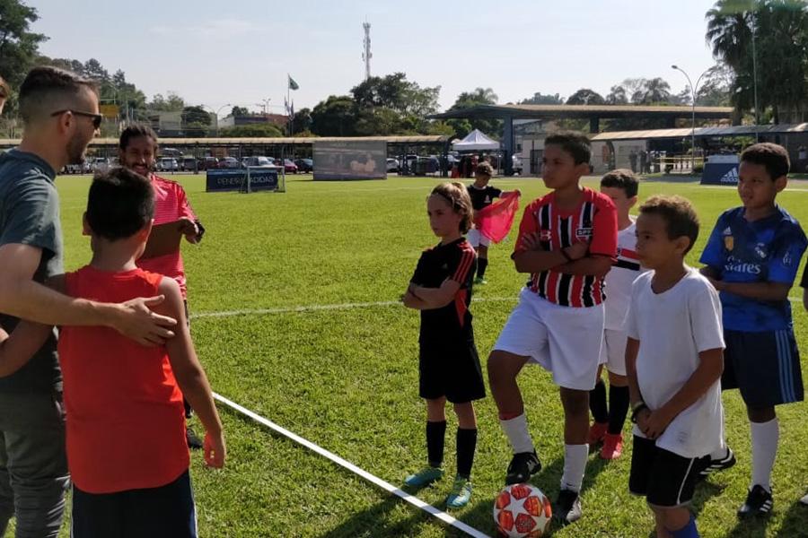 Adidas e São Paulo Futebol Clube realizam peneira no campo da Unidade Granja Vianna