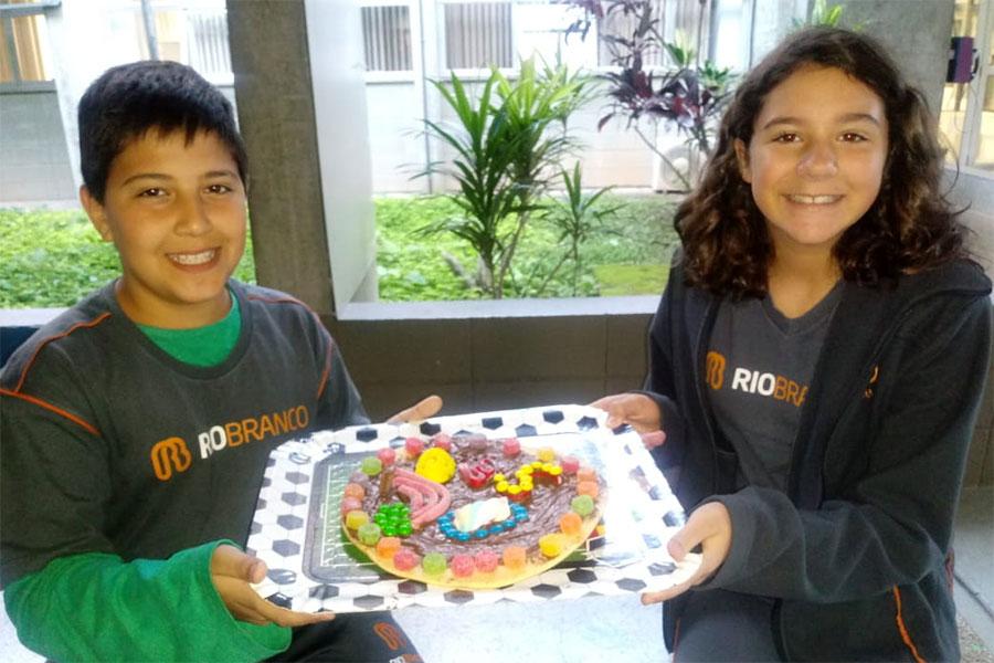 Célula Comestível: alunos representam células com doces e salgados