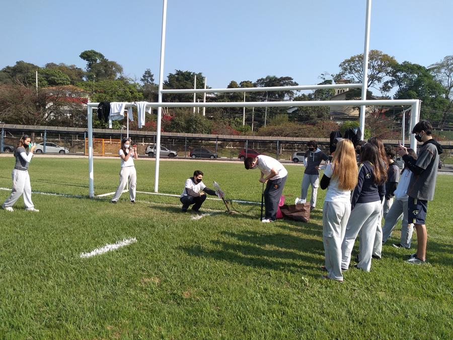Com lançamento de foguete, alunos colocam em prática conceitos da Física